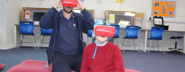School Uses VR to Introduce Students to New Situations
