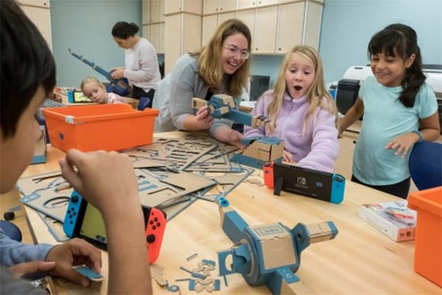 Photo: Nintendo of America. Third-grade students at the Douglass G Grafflin School in Chappaqua, NY, participate in an interactive learning session with the Nintendo Labo: Variety Kit for the Nintendo Switch system, led by Rebecca Rufo-Tepper, Co-Executive Director of the Institute of Play.