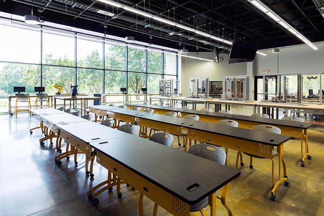 Bretford Explore tables and Motiv seating at THINC College and Career Academy: